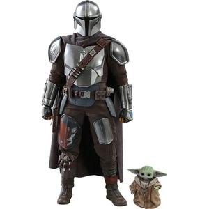 [Star Wars: The Mandalorian: Hot Toys Action Figure: The Mandalorian & The Child (Product Image)]
