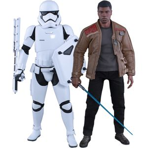 [Star Wars: The Force Awakens: Hot Toys Deluxe Action Figure Set: Finn & First Order Riot Control Stormtrooper (Product Image)]
