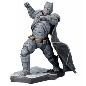 [DC: Batman v Superman: Kotobukiya ArtFX+ Statue: Batman (Product Image)]