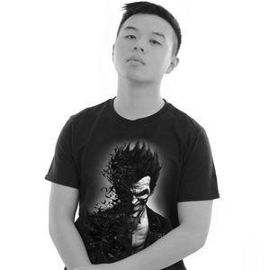 [Batman: Arkham Origins: T-Shirts: Joker Smile (Product Image)]