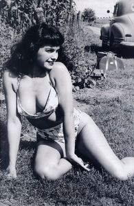 [Bettie Page: Unbound #2 (Photo Virgin Variant) (Product Image)]