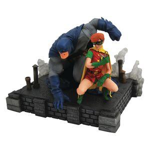 [DC Gallery: PVC Figures: Dark Knight Returns Batman & Carrie (Deluxe) (Product Image)]