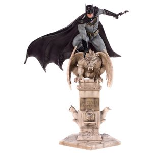 [Batman: Deluxe Art Scale Statue (Product Image)]