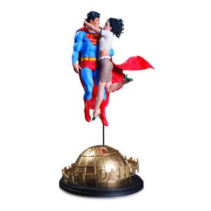 [DC Designer Series: Statue: Superman & Lois Lane By Gary Frank (Product Image)]