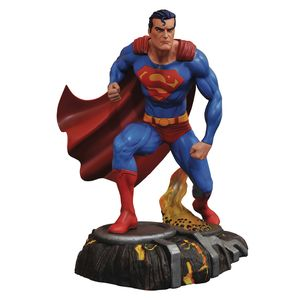 [DC: Gallery Statue: Superman (Product Image)]