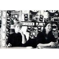 [Frank Miller and Lynn Varley signing Dark Knight 3&4 (Product Image)]