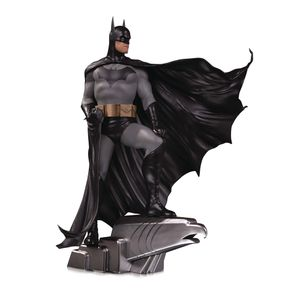 [DC: Designer Series Deluxe Statue: Batman By Alex Ross (Product Image)]