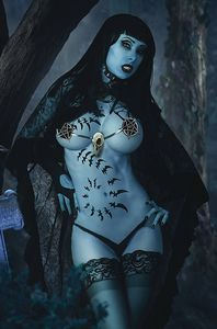 [Tarot: Witch Of The Black Rose #123 (Cosplay Photo Variant) (Product Image)]