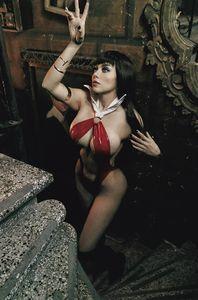 [Vampirella #20 (Lorraine Cosplay Virgin Variant) (Product Image)]