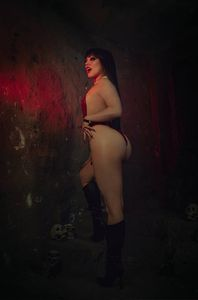 [Vampirella: Dark Powers #5 (Cosplay Virgin Variant) (Product Image)]