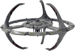 [Star Trek: Starships Figure Collection Magazine: Special #1 DS9 Space Statio (Product Image)]