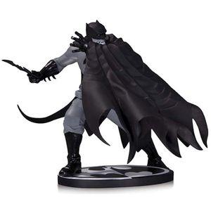 [Batman: Black & White: Statue: Batman By Dave Johnson (Product Image)]