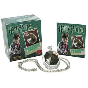 [Harry Potter: Locket Horcrux Kit & Sticker Book (Product Image)]