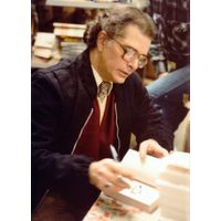 [Alan Ryan signing Dead White (Product Image)]