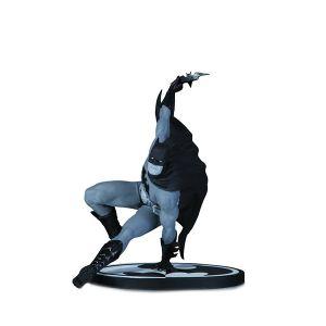 [Batman: Statue: B&W Batman By Bryan Hitch (Product Image)]