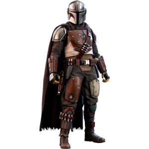 [Star Wars: The Mandalorian: Hot Toys Action Figure: The Mandalorian (Product Image)]