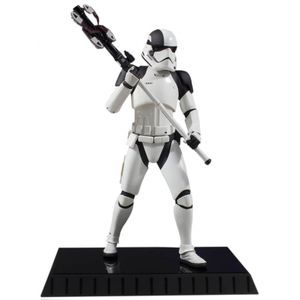 [Star Wars: The Last Jedi: Statue: Executioner Trooper (Product Image)]